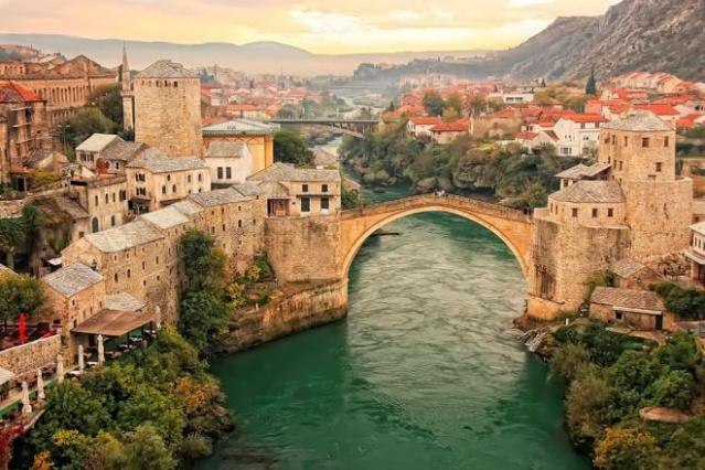 BOSNA-HERSEK 180 günde 90 günü aşmayacak şekilde vizesiz.