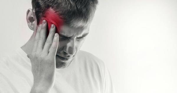 Uzun süre aç ve susuz kalmak bir süre sonra baş ağrılarına yol açabiliyor. Eğer çok şiddetli bir ağrınız yoksa bozmadan bu ağrıları gidermek mümkün.