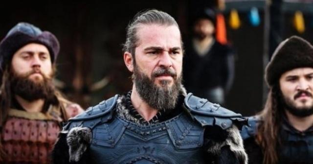 Tanıdığımız insanları olduğu kadar ünlüleri de dişleriyle birlikte anlam kazanan ifadeleriyle hafızamıza kazıyoruz. Peki, dişleri daha farklı olsaydı ünlüler nasıl görünürdü? İşte Angelina Jolie'den Keanu Reeves'e, Lady Gaga'dan Dwayne Johnson'a ünlülerin farklı dişlerle değişen yüzleri...