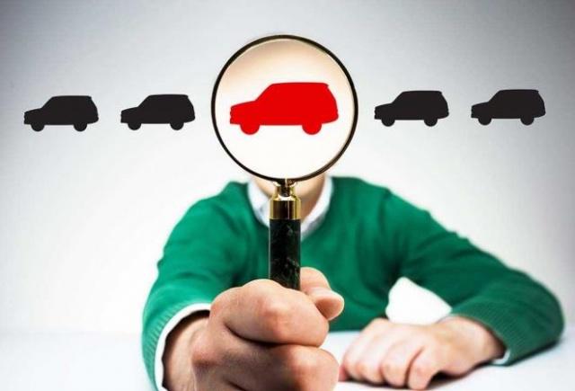 """""""MODEL İSMİ"""" SATIŞ İÇİN ANAHTAR MESAJDIR Her markanın ikinci elde öne çıkan, sürekli tercih gören bir model ismi vardır. Yaş olarak yüksek bir otomobil alırken model ismi, satışınızı kolaylaştıracak önemli bir unsurdur. Burada işin püf noktası, modelin tutulan yıllarından otomobil seçmektir. Model isimleri aynı kalsa da otomobil yüzleri yıldan yıla makyaj görür. Bu makyaj gören yüzlerden bazıları ikinci elde her zaman tercih sebebi olmuştur. Bu yüzden iyi bir fırsat için model yüzü tutulan bir tercihe yönelmek doğru olacaktır."""