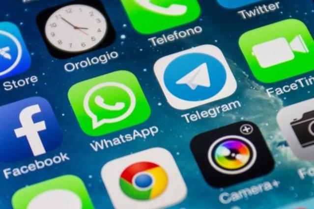 Mesajlaşma uygulaması WhatsApp, kullanıcılarının en çok şikayet ettiği özellikler arasında yer alan 'son görülme'de değişikliğe gitmeye hazırlanıyor. WhatsApp kullanıcıları, artık 'kara liste' oluşturarak, bu kişilerden son görülme zamanını gizleyebilecek.
