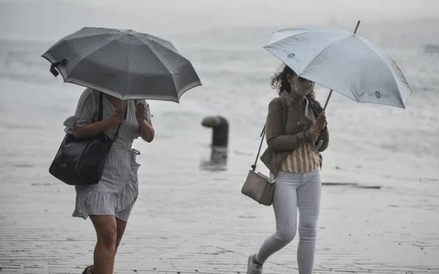 TÜRKİYE'de birçok şehir yağışlı havanın etkisi altına giriyor. Akdeniz, İç Anadolu, Ege'nin güneydoğusu, batı ve doğu Karadeniz ile Doğu Anadolu'nun kuzeyinde sağanak yağış yaşanacak. İşte İstanbul, Ankara, İzmir, Adana, Çanakkale ve bazı şehirlerin 10 Haziran güncel hava durumu...