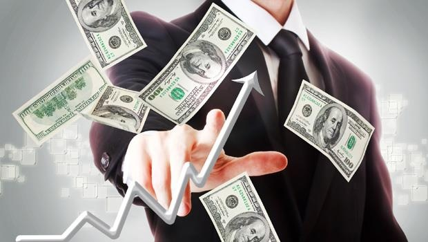 Para kazanmak veya sevdiği bir işi yaparak para kazanmak günümüzde artık çok zor bir iş olarak görülebilir. Özellikle işsiz kalan gençler düşünüldüğü zaman. Ama günümüz olanaklarından haberdarsanız ve girişimci bir ruhunuz varsa para kazanmak için birçok kişinin aklına gelmeyen pek çok değişik para kazanma yöntemi olduğunu göreceksiniz.  Günümüzde internet gibi büyük bir kaynak varken, hem bilgi anlamında hem de para kazanma anlamında kendinizi kolayca geliştirebilirsiniz. Girişimci bir ruha sahip olmak ve gerçekten hayata geçirilebilir projeler üretmek, belkide sevdiğiniz işi yaparak para kazanmanızı sağlayabilir. Ülkemizde stres oyuncağı olarak bilinen slinky isimli oyuncak, sokaktan topladığı taşları süslü kutulara koyarak pet rock ismiyle satışa sunan kişiler, günümüzde yaptıkları servet ile konuşuluyor. Sizin de böyle ilginç projeleriniz olabilir ve para kazanma şansını henüz görememiş olabilirsiniz.  Yaratıcılığınız olduğu sürece kendinize göre bir para kazanma yolu bulabilirsiniz. Örneğin resim yapma konusunda son derece başarılı olabilirsiniz ve bu resimleri internet üzerinden satabilirsiniz. Aynı şekilde iyi bir finansal bilginiz olabilir ve bu bilgileri yatırım yaparak değerlendirebilir, oturduğunuz yerden para kazanabilirsiniz.