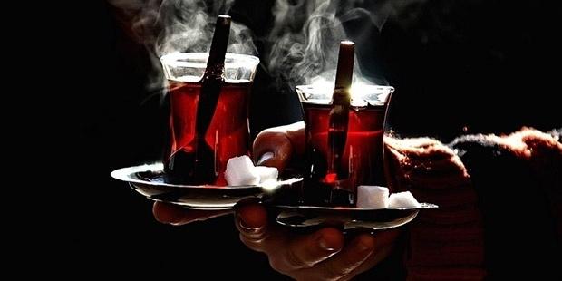 """Sıcak çay tüketimi ile ilgili bilgiler veren Doç. Dr. Yasemin Bilgin Büyükkarabacak, """"Katı gıdalara karşı takılma hissi olsa dahi hastaların bu şikayeti göz ardı etmeyip, ileri aşamalarda hastalığa yakalanmaktansa erken aşamalarda bizim hastalığı yakalayıp, tedavi etmemiz gerekiyor."""