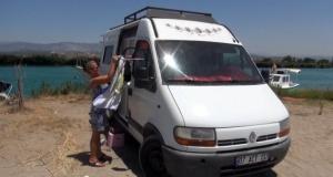 Yıldız Hemşire Türkiye'yi 5 metrekarelik karavan ile geziyor!