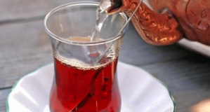 Sıcak çay içmek yemek borusu kanserine neden oluyor!