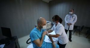 Bursa'da, koronavirüs aşısı sağlık çalışanına uygulandı