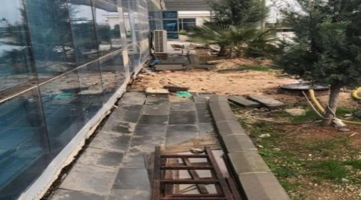 Tarım arazisine yapılan hastane su altında kalıyor!