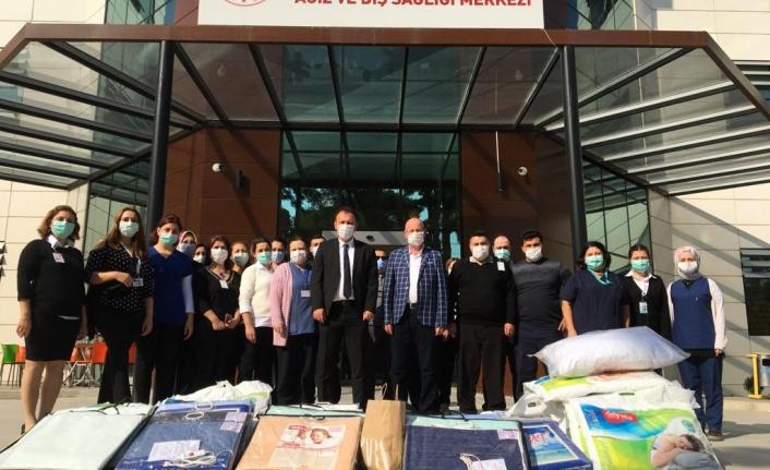 """Torbalı Ağız Diş Sağlığı Merkezi Çalışanları """"Bayraklı İçin Elele"""" Yardım Kampanyası"""