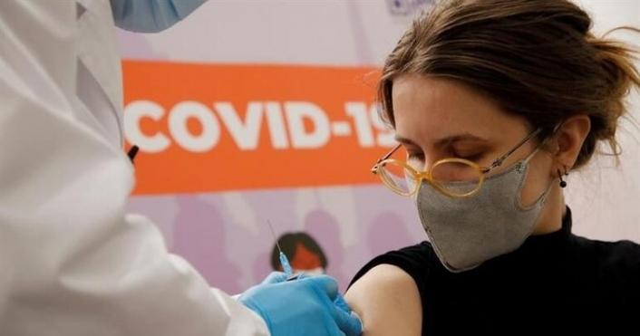 Almanya'da Hemşire şişeleri kırınca sahte koronavirüs aşısı yaptı