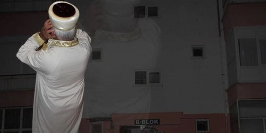 Antalya'da apartmanda teravih namazı! Kapıları açık bıraktılar...