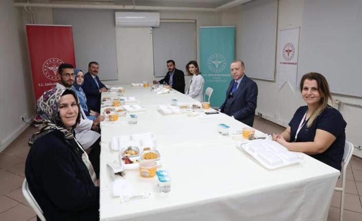 Cumhurbaşkanı Erdoğan,  sağlık çalışanlarıyla iftarda bir araya geldi