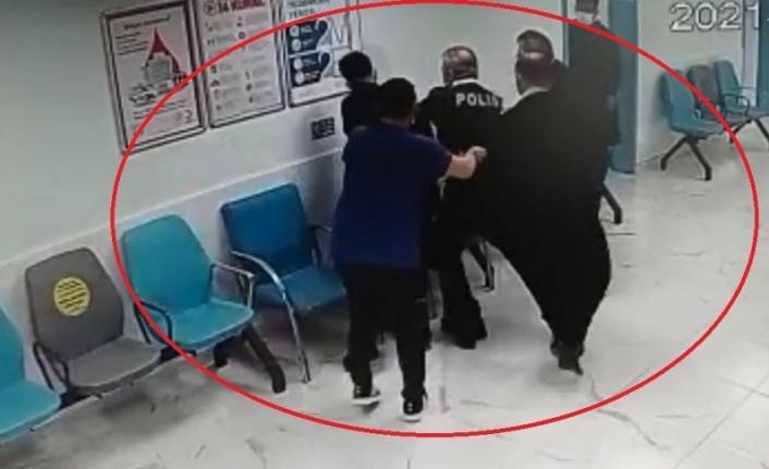 Hastane polisine tokat atarak saldırdı