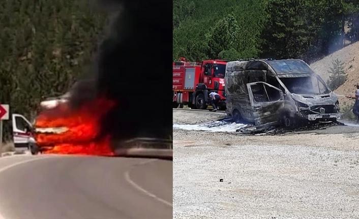 Hastane dönüşünde yanan ambulans küle döndü