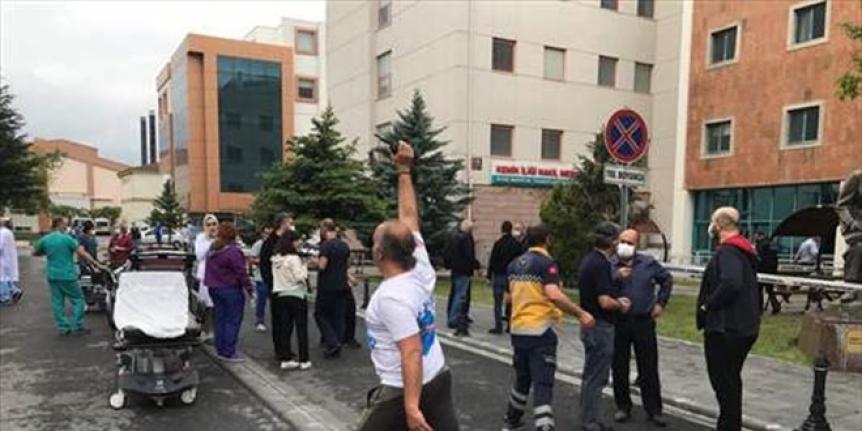 Hastanede çıkan yangında 15 kişi dumandan etkilendi
