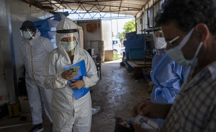Sağlık çalışanlarının sera ve tarlalarda zorlu 'aşı' mesaisi