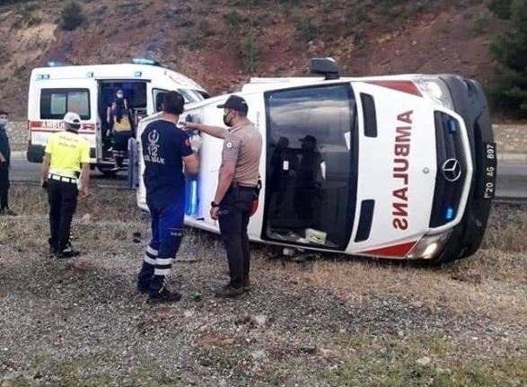2 Farklı Kazada 5 Sağlıkçı Yaralandı