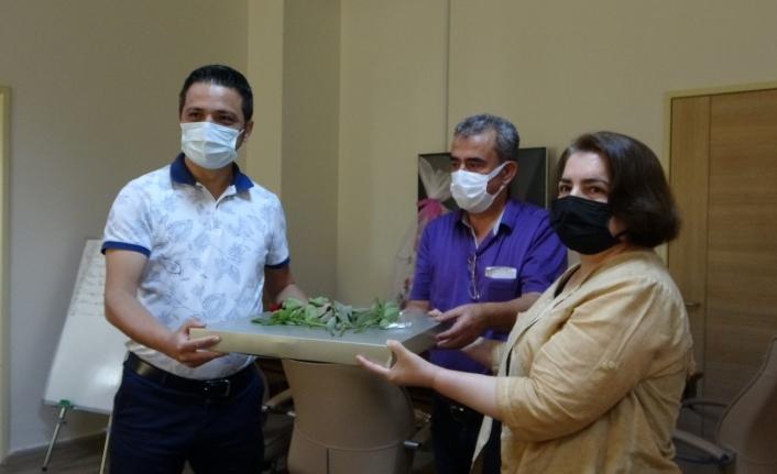 Covid'i yenen Şule öğretmenden doktorlara duygulandıran ziyaret