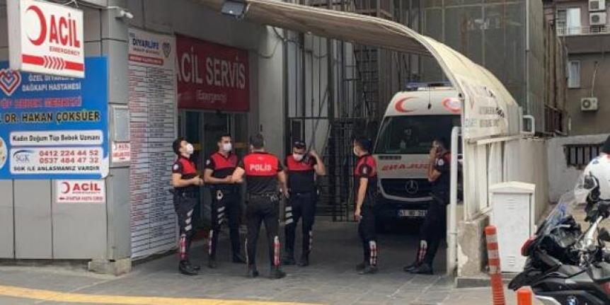 Hastane acil girişinde silahlı kavga: 1 yaralı