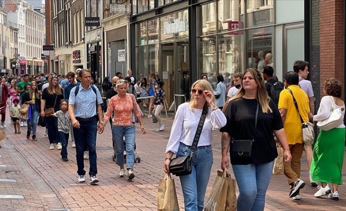 Hollanda'da kapalı alanlarda maske zorunluluğu kalktı