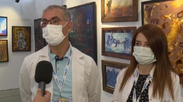 Sağlık çalışanları, yoğun bakım odasında çizdikleri resimleri sergiliyor