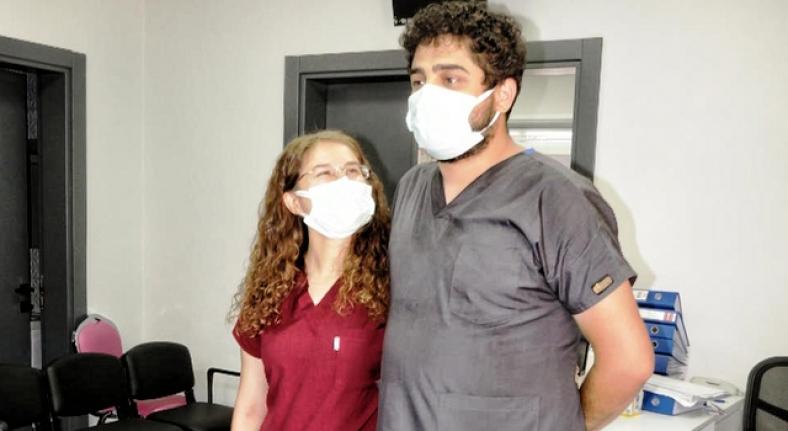 Sağlıkçı çiftin fedakarlığına Bakan Koca'dan teşekkür
