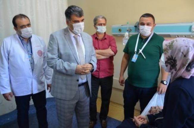 Yeni Atanan Saglik Müdürü Ayaginin Tozuyla Hastalari Ziyaret Etti