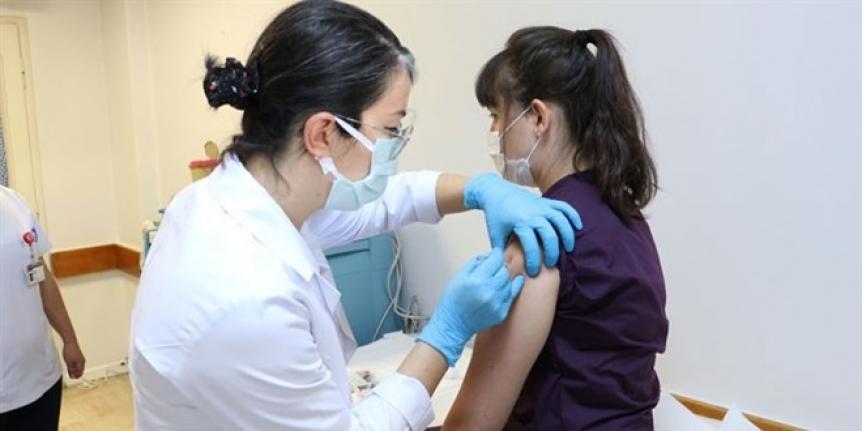 Yerli Aşı gönüllülere uygulanmaya başlandı