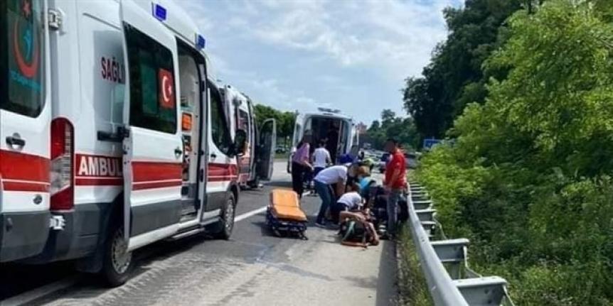 Ambulans kaza yaptı: 6 yaralı
