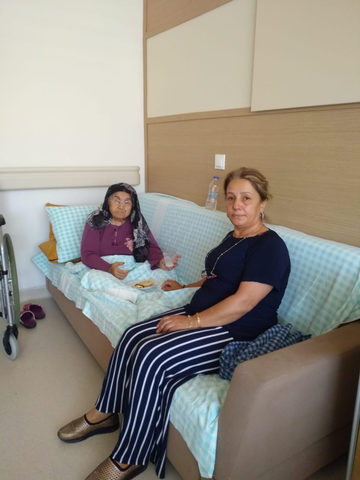 Yaşlı kadın ameliyat edilmedi, yakınları isyan etti