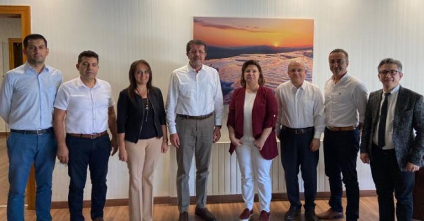 Sağlık Müdürlüğü'nden Son Ekonomi Bakanı Nihat Zeybekci'ye Ziyaret..