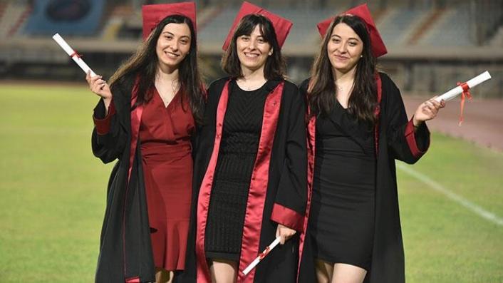 Üçüz doktorların diploma gururu