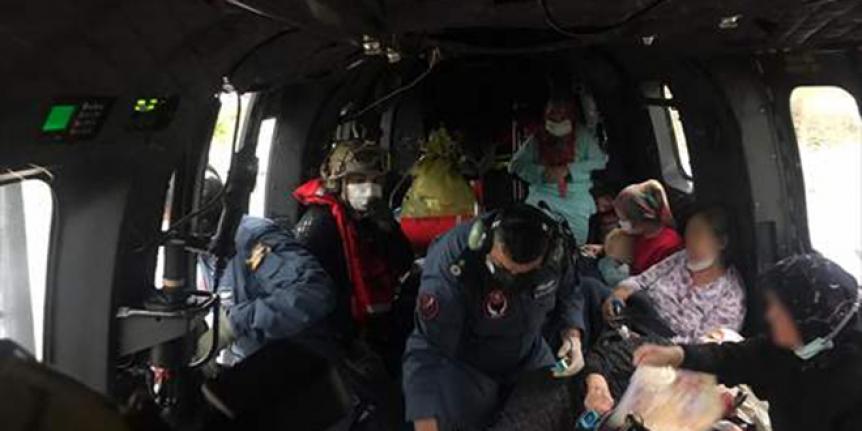 Ayancık Devlet Hastanesi'ndeki hastalar, helikopterlerle Sinop'a nakledildi