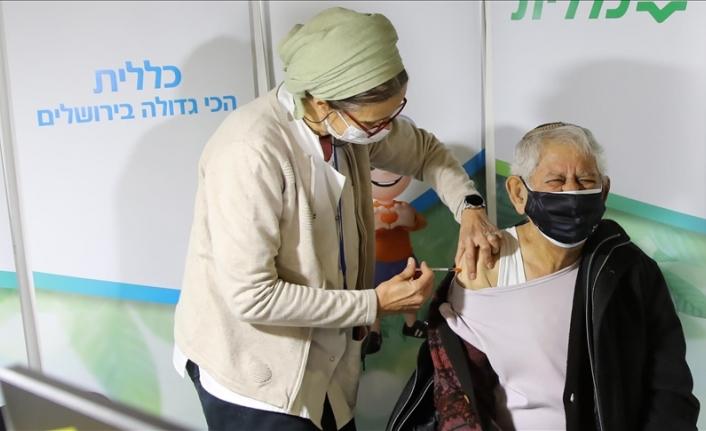 İsrail'de 50 yaş üstüne ve sağlık çalışanlarına üçüncü doz Kovid-19 aşısı yapılacak