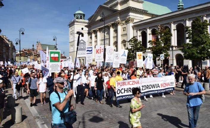 """Polanya'da  Sağlık Çalışanlarından """"Açlık sınırında maaşa hayır"""""""