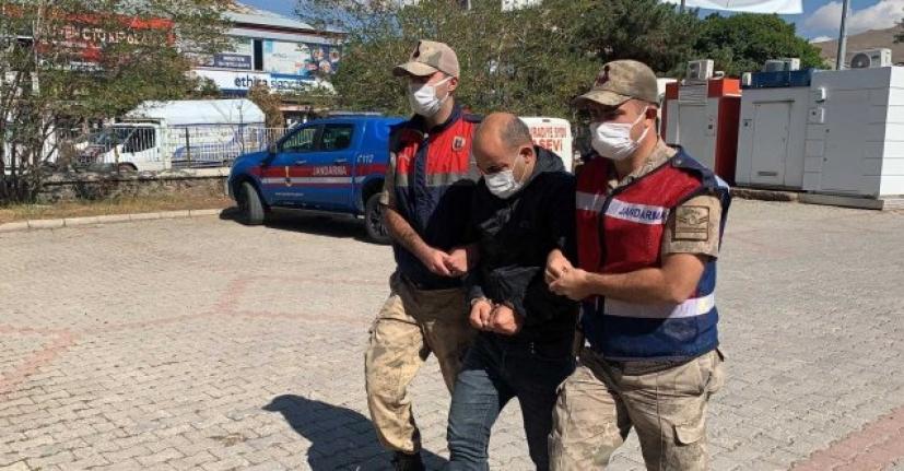 Sağlık Müdürlüğüne bağlı olduğu iddia edilen  minibüste düzensiz göçmen yakalandı
