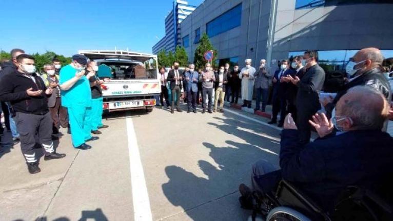 Hayatını kaybeden anestezi teknisyeni için hastane önünde tören düzenlendi