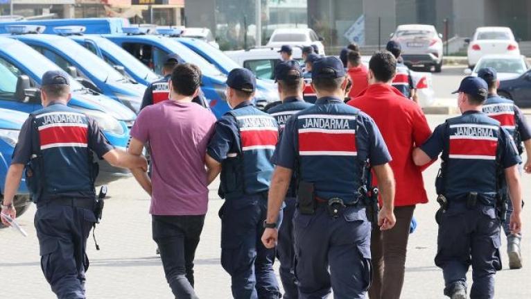 """İzmir'de """"yeşil reçete"""" operasyonu: 2 doktor, 7 eczacı toplam 26 kişi yakalandı"""