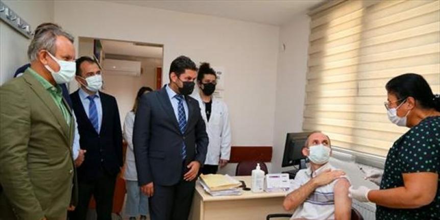 TURKOVAC, İzmir'de gönüllülere uygulanmaya başlandı