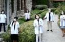 Doktorlar pandemiye dikkati çekmek için şarkı...