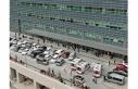 Vatandaşlar hastane önünde kuyruk oluşturdu