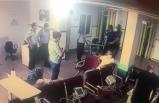 Polisin silahını aldı, hastaneyi birbirine kattı