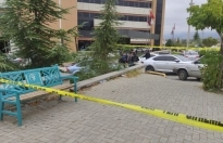 Hastane Bahçesinde Oturan Doktor Bıçaklandı