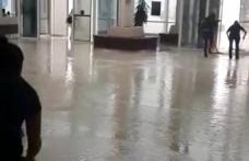 Yağmur yağdı, hastane su altında kaldı