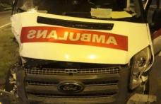 Ambulans ile kamyonet çarpıştı: 3 yaralı