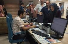 Trabzon Numune Hastanesi'nde sıra kuyruğu vatandaşı isyan ettirdi.