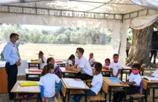 İstifa etti denilen Bakan Selçuk mobil okul etkinliğine katıldı