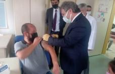 Aşı için gelen vatandaşın aşısını Sağlık Müdürü  yaptı