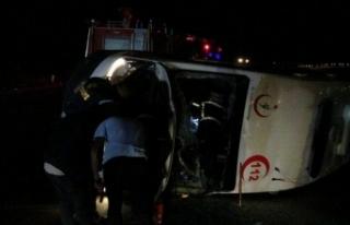 Ambulans devrildi! Yaralılar var