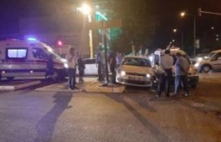 Ambulansa yol vermek isterken kaza yaptılar